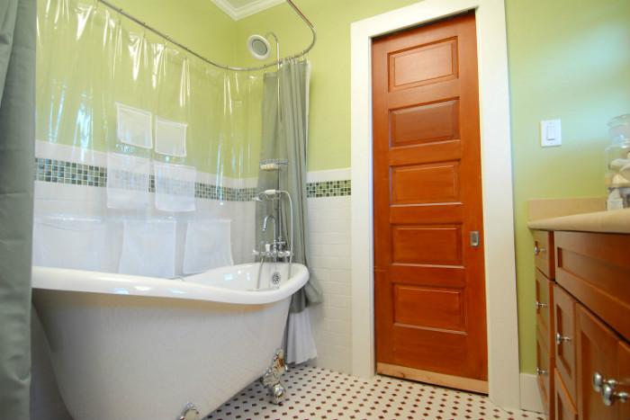 free-standing-tub-example-traditional-bathroom-job-4