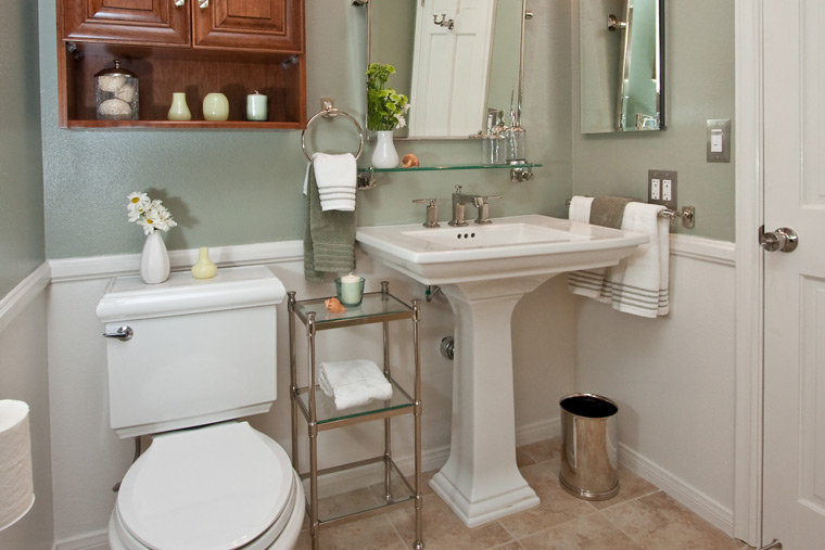 Four pedestal sinks in four very different bathrooms one for Different bathrooms